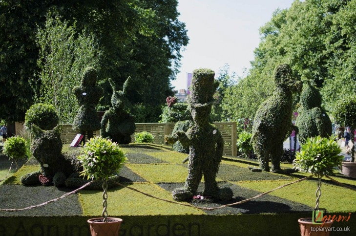 alice-topiary-hampton-court-ed