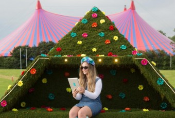 Glastonbury Festival 2016: Agrumi collaborates with mobile phone giant  EE to offer cutting (h)edge technology
