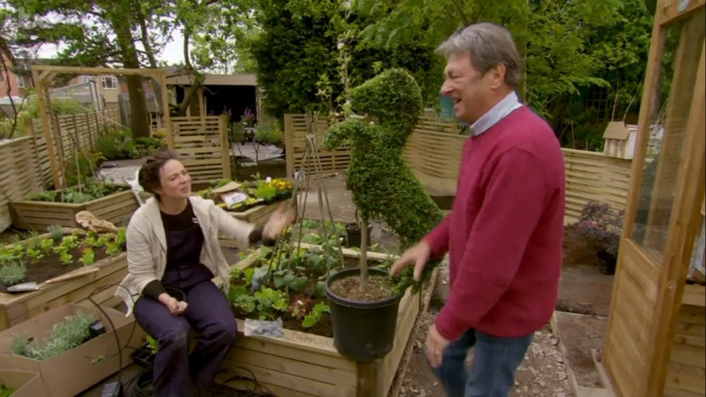 Agrumi topiary horse with Alan Titchmarsh