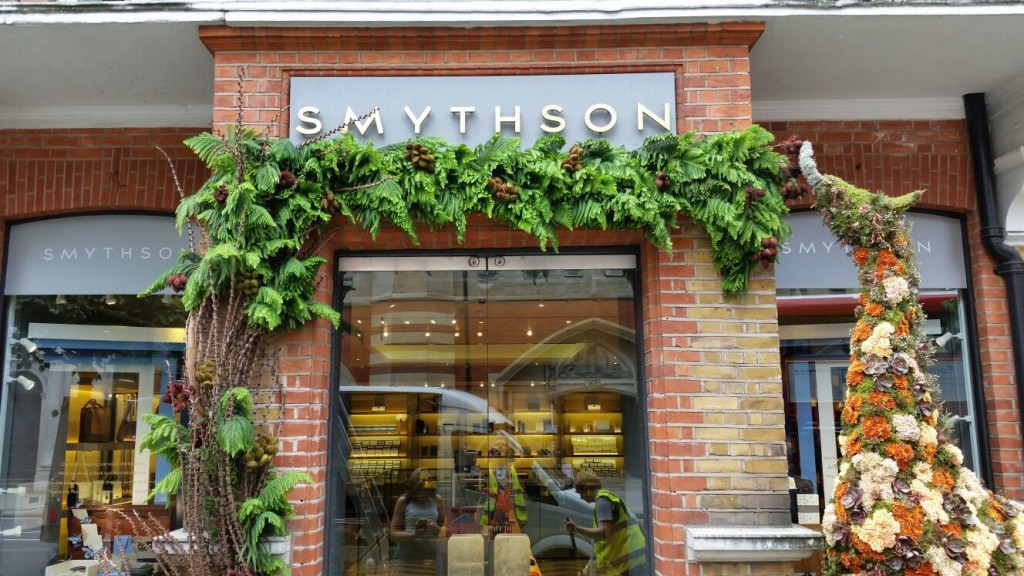 Topiary giraffe outside Smythson