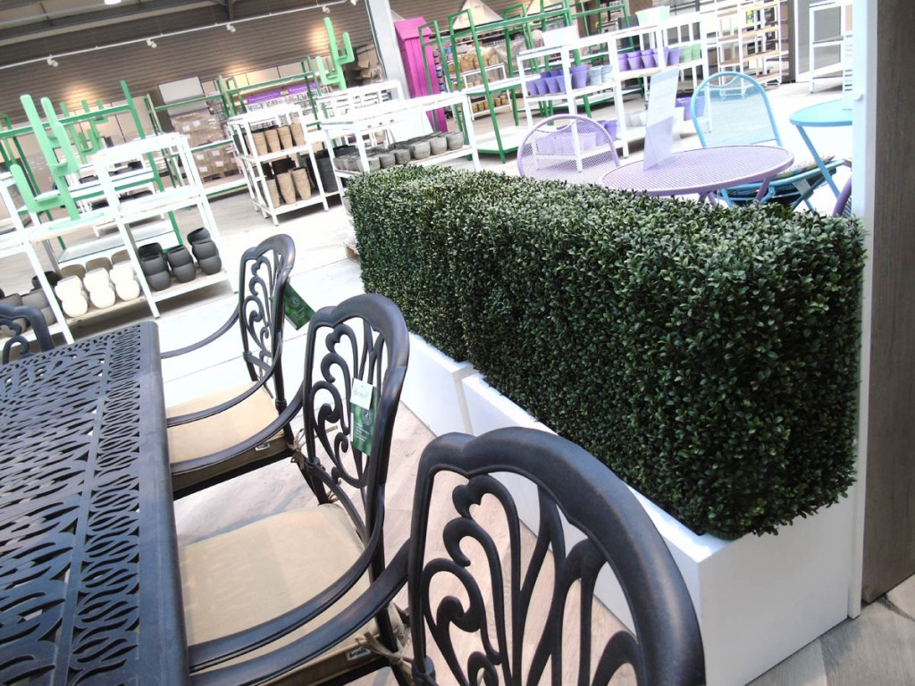 Artificial hedging in retail space